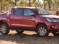 2015 Toyota Hilux side view