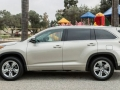 2016 Toyota Highlander side view