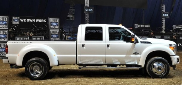 2015 Ford F-450 side view