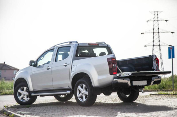 2015 Isuzu D-MAX rear view