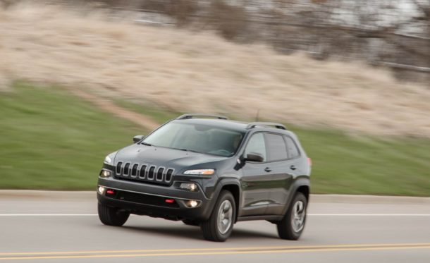 2015 Jeep Cherokee front angle