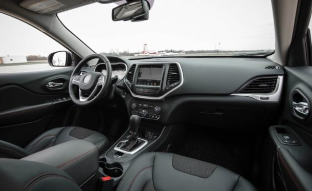 2015 Jeep Cherokee interior front view
