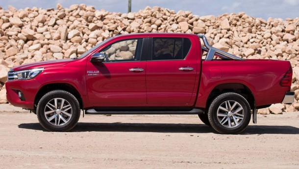 2015 Toyota Hilux side