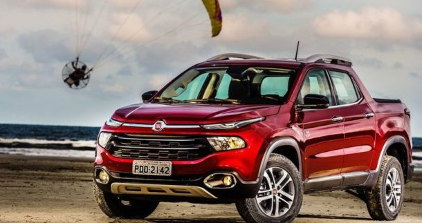 2016 Fiat Toro front angle