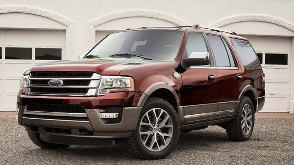 2016 Ford Expedition front side