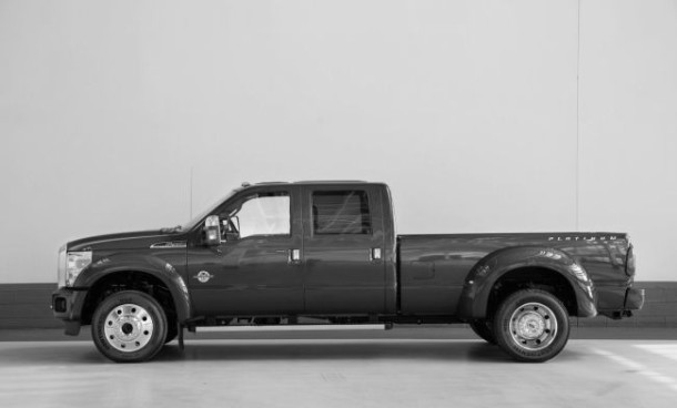 2016 Ford F-450 side