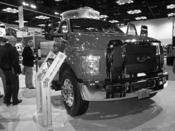 2016 Ford F-750 front