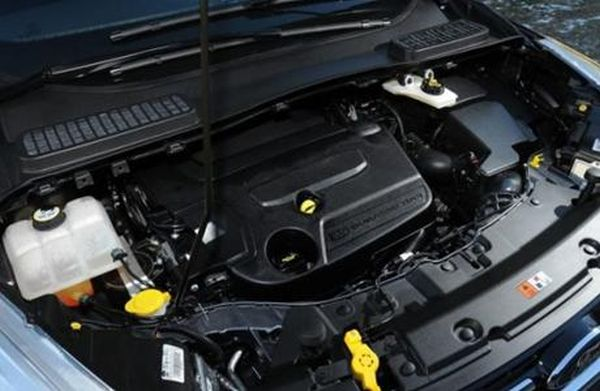 2016-Ford-Kuga-engine