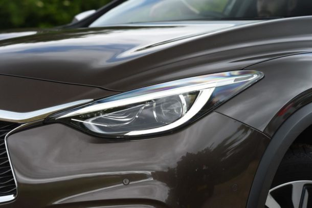 2016 Infiniti QX30 head lights