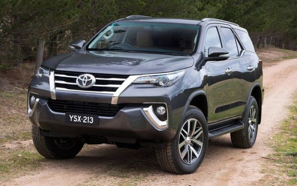2016 Toyota Fortuner front side