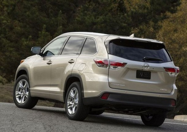 2016 Toyota Highlander rear view