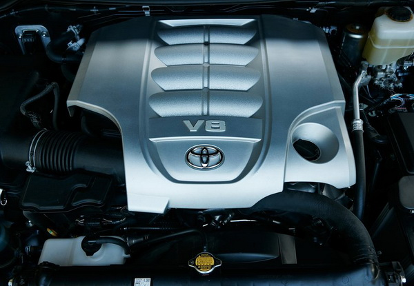 2016 Toyota Land Cruiser engine
