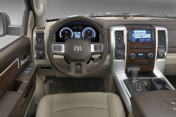 2017 Dodge Dakota interior