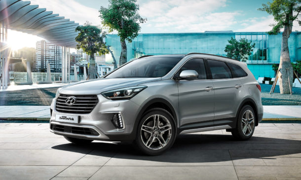 2017 Hyundai Grand Santa Fe Front view