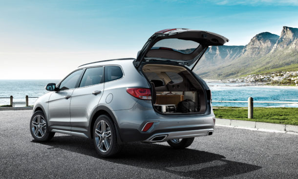2017 Hyundai Grand Santa Fe Rear view